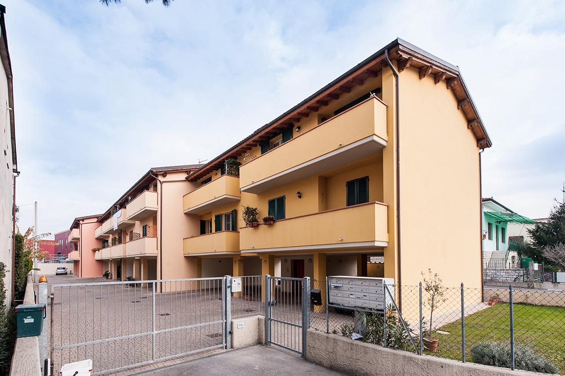 nuova-costruzione-di-fabbricato-residenziale-in-lucca-frazione-di-san-filippo-image-1