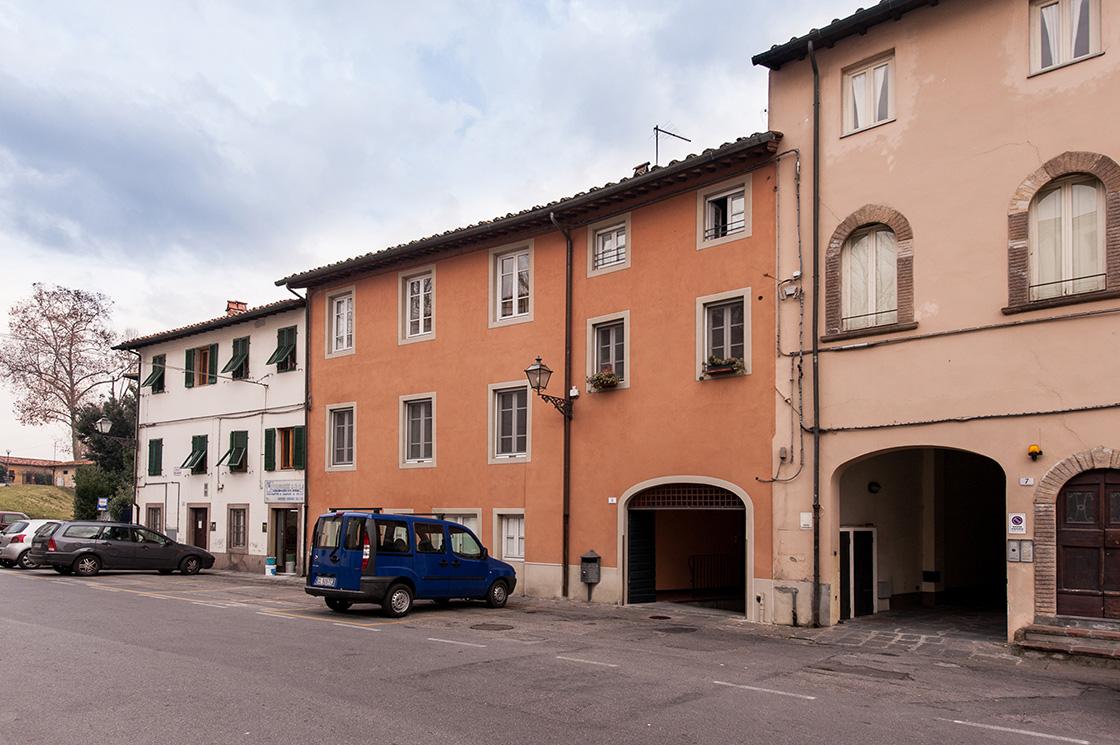 recupero-di-edificio-in-lucca-centro-storico-piazza-luigi-varanini-image-1